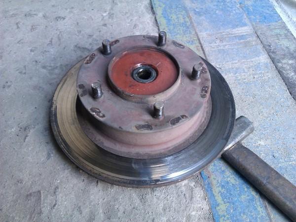 пошаговая инструкция по замене тормозных колодок