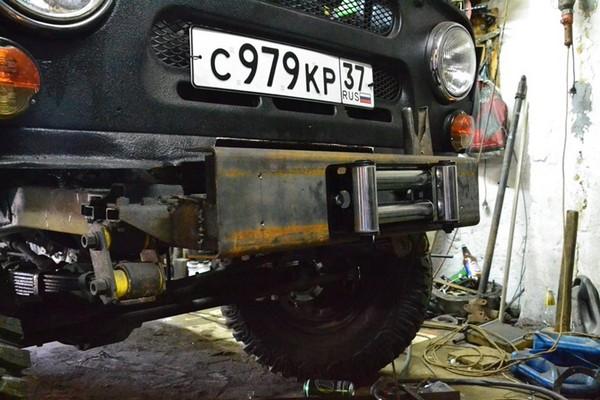 Передний силовой бампер на УАЗ 469
