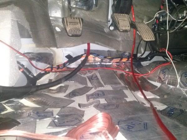 прокладываем провода на сабвуфер приора