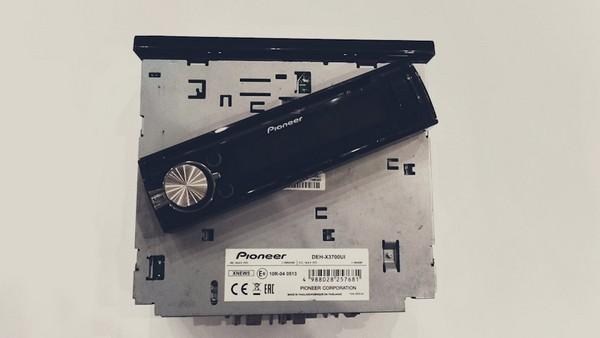 Перенос разъема USB с магнитолы в подлокотник Ford Focus 1